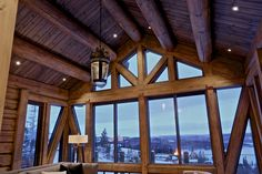 Small hanging lights can be angled Modern Lodge, Lodge Style, House In The Woods, Hanging Lights, Real Estate, Cottage, Exterior, Cabin, Windows