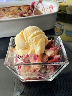 Blackberry Cobbler Summer Desserts, Fun Desserts, Dessert Recipes, Cake Recipes, Southern Desserts, Southern Recipes, Fruit Cobbler, Cobbler Recipe, Southern Blackberry Cobbler