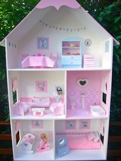 Items similar to Barbie doll house gingham curtains drapes with scalloped pelmet nets and tie backs on Etsy Barbie Doll Set, Barbie Doll House, Barbie Dream House, Kids Doll House, Doll House Plans, Cardboard Dollhouse, Diy Dollhouse, Cardboard Kitchen, Barbie House Furniture