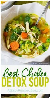 Southwest Chicken Detox Soup Recipe - A healthy low-fat, low-carb, gluten-free soup with tons of flavor. This southwest chicken soup packs a punch! Argula Recipes, Coliflower Recipes, Cleanse Recipes, Healthy Soup Recipes, Healthy Detox Soup, Kale Recipes, Drink Recipes, Detox Chicken Soup, Healthy Chicken Soup