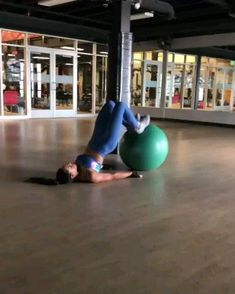 Scarecrows is a dumbbell workout that works the upper body and boosts movement. Find out how to do Scarecrows with this workout video. Pilates Training, Pilates Workout Videos, Gym Workouts, At Home Workouts, Core Pilates, Workout Abs, Training Videos, Dumbbell Workout, Fitness Diet