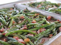 Green Beans I LOVE these green beans. Roasted Green Beans Recipe : Ree Drummond : Food Network - I LOVE these green beans. Green Beans With Bacon, Roasted Green Beans, Oven Green Beans, Side Dish Recipes, Vegetable Recipes, Top Recipes, Recipies, Beans Recipes, Bacon Recipes