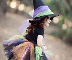 18 Creative Halloween Costumes for Parents and Baby Baby Girl Halloween, Halloween Clown, Halloween Costumes, Toddler Halloween, Halloween College, Halloween Office, Halloween Couples, Halloween Parties, Halloween Desserts