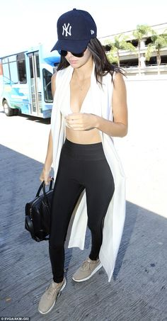 Kendall Jenner flaunts her taut midriff to catch a flight at LAX #dailymail