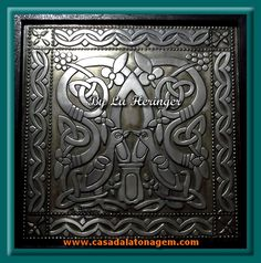 Pássaros célticos feitos na técnica da Latonagem Tradicional, no estanho - Celtic birds made with metal embossing technique using pewter - Pájaros celtics hecho en Repujado con estaño -------- -- LOJA: casadalatonagem.com - FANPAGE: facebook.com/casadalatonagem  - PINTEREST:br.pinterest.com/luheringer  -YOUTUBE: youtube.com/user/LuHeringerArtesanato/videos - BLOG: artesanatoSaprendaafazer.blogspot.com.br -  INSTAGRAM: instagram.com/luheringer2015