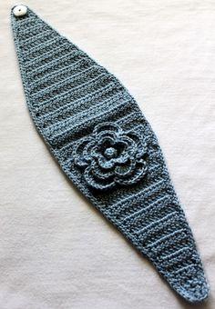 crochet flower headband with button