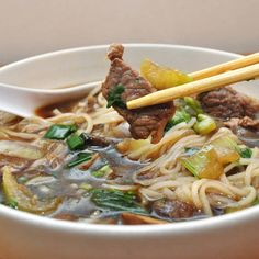 Easy Asian Beef & Noodle Soup - I have rice noodles for soup and a filet to… Rice Noodle Soups, Beef Noodle Soup, Beef And Noodles, Rice Noodles, Asian Beef, Asian Soup, Easy Soup Recipes, Cooking Recipes, Healthy Recipes