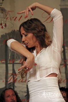 """Cena-espectáculo """"Maridando con Flamenco"""". Este fin de semana en la Arrocería Sobremesa, junto con la Cía. Flamenca """"Escuela Cuarto Corralillos"""", organizamos unas veladas flamencas en Pamplona únicas por su contenido. Maridando con Flamenco unió la gastro-enología junto con el arte flamenco, cante, baile y guitarra. Un paseo por la Comunidad andaluza, Cádiz, Córdoba, Málaga, Granada, tocando Extremadura, bien regado por sus vinos, elegidos especialmente para la cena. Pamplona, Granada, Life, Guitar, Wine, Community, Dinner, Grenada"""