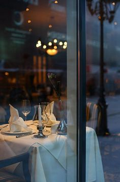Romantic Paris dinner for two Enchanted Evening, Dinner For Two, Dinner Dates, I Love Paris, Romantic Dinners, City Life, Fine Dining, Dream Vacations, Restaurant Bar