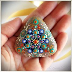 Discover thousands of images about Painted Mandala Stone Mandala Art, Design Mandala, Mandala Painting, Dot Art Painting, Pebble Painting, Pebble Art, Stone Painting, Mandala Painted Rocks, Painted Rocks Kids