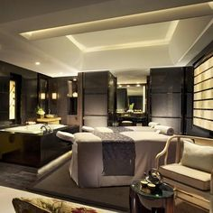 Qin Spa at Four Seasons Shanghai, interior design by HBA/Hirsch Bedner Associates. foto ronde lavabl e spiegel Spa Interior Design, Spa Design, Massage Room, Spa Massage, Hotel Lobby, Deco Spa, Spa Treatment Room, Plafond Design, Spa Rooms