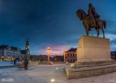 Piața Unirii, în primplan Statuia Mihai Viteazul | Oradea in imagini