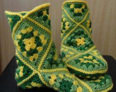Crochet socks granny squares ideas for 2019 Crochet Boots, Crochet Gloves, Crochet Purses, Crochet Slippers, Love Crochet, Crochet Baby, Knit Crochet, Crochet Slipper Pattern, Crochet Edgings