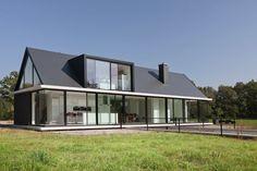 Дом с мезонином: отличия от мансарды и обзор комфортных вариантов планировки http://happymodern.ru/dom-s-mezoninom-chto-eto/ Дом с мезонином и большими панорамными окнами