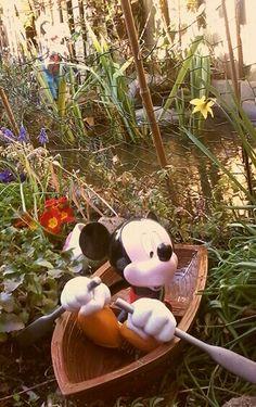 Disney collectie, garden (repaint rowboat mickey april 2016)