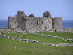 Muness Castle: The Most Northerly Fortalice in Britain Muness Castle is located on the island of Unst, Shetland, off the north coast of Scotland. The castle is 3 kilometres (1.9 mi) east of the village of Uyeasound. Unst is Scotland's most northerly inhabited island, and Muness is the most northerly fortified castle in Britain. Muness Castle: