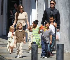 The actress insists her six children with Brad Pitt learn more globetrotting with their superstar parents then they do at school! Brad Pitt and Angelina Jolie have been criticized for dragging their brood around the world with them. Angelina Jolie Hijos, Brad Pitt And Angelina Jolie, Brad And Angie, Cinema, Le Jolie, Shiloh Jolie, The Jacksons, Kung Fu Panda, Ancestry