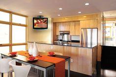 Küche Und Esszimmer Mit Flachbildschirm