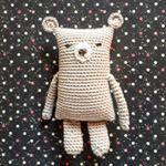 Teddy 🐻 #diy #häkeln #crochet #haken #häkelliebe #teddybär #teddy #selbstgemacht #handmade #quadratschädel #bissiwiespongebob #ersterversuch #gehtnochbesser #ricodesign #ricorumi #catania #schachenmayr #gruendl #unbezahltewerbung