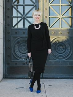 The black dress does seem to solve many of life's dilemmas but I just had to add in some color with the blue heels. This holiday-to-night look with @nordstrom is especially impressive as each piece is under $100! It's perfect for a slightly fancier event.