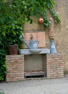 Charmant Outdoor Brick And Stone Sink W/ Metal Watering Can And Nesting Box;