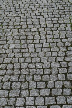 This excellent concrete walkway molds most certainly is an inspirational and marvelous idea Urban Landscape, Landscape Design, Garden Design, Modern Driveway, Driveway Ideas, Paving Texture, Cobblestone Driveway, Stone Walkway, Concrete Walkway