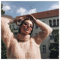 Another lovely shot from @maryljean 💕  #maiamiberlin #knit #knitwear #knitting #fairfashion #slowfashion #handmadewithlove #sweaterlove