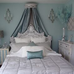 This room reminds me of Winter -xoxo