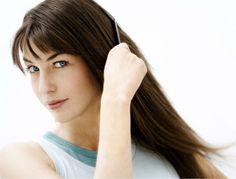 Un cheveu qui frisotte est un cheveu sec et déshydraté. Soit à cause de sa nature épaisse ou bouclée, soit parce qu'il subit quotidiennement la chaleur...