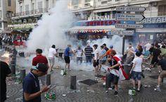 Az északír és a lengyel szurkolók összecsaptak egymással a franciaországi labdarúgó Európa-bajnokság második játéknapján, szombaton Nizzában...
