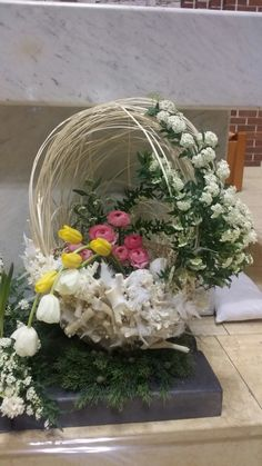 Resurrection Day – World of Flowers Church Flower Arrangements, Ikebana Arrangements, Church Flowers, Floral Arrangements, Church Altar Decorations, Wedding Decorations, Easter Wedding Ideas, Resurrection Day, Table Flowers