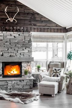Amazing Stone Fireplace Design and Decorations Grey Stone Fireplace, Stone Fireplace Designs, Country Fireplace, Craftsman Fireplace, Candles In Fireplace, Living Room With Fireplace, Home Living Room, Cabin Fireplace, Freestanding Fireplace