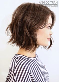 Cute short soft wavy hairstyle for students