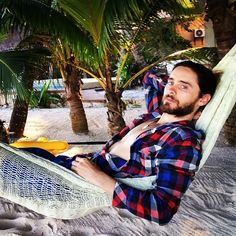 "Jaredleto. ""Me. A hammock. Mehico"""