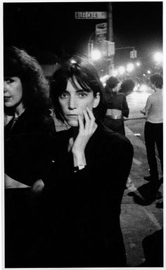 Above Photo: Patti Smith going into CBGB's in 1976 (© David Godlis) CBGB's was a New York music club opened in 1973 by Hilly Kristal, in a former nineteenth-century saloon at 315 Bowery, in … Punk Rock, Joey Ramone, Ramones, Rock And Roll, Pose Portrait, Alternative Rock, Eleanor, Hip Hop, Robert Mapplethorpe