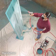 Learn how to use an airless paint sprayer to paint faster with perfectly smooth results. We show you how the machine works, good painting techniques and how to avoid mistakes.
