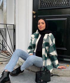 #aesthetic #outfitideas #outfitinspiration Hijab Fashion Summer, Modern Hijab Fashion, Street Hijab Fashion, Modesty Fashion, Hijab Fashion Inspiration, Winter Fashion Outfits, Muslim Fashion, Abaya Fashion, Emo Fashion