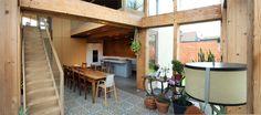 Binnenkijken in een huis van stro - Het Nieuwsblad David en Barbara kochten een oude woning in het Haspengouwse. Renoveren was het doel, maar uiteindelijk werd het oude lemen huisje toch afgebroken en ging ...
