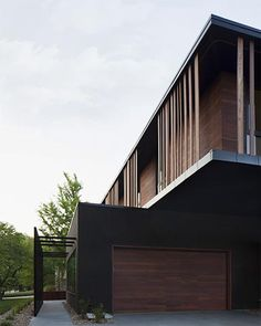 Vertical slats at the Baulinder Haus by Hufft Projects | Plastolux