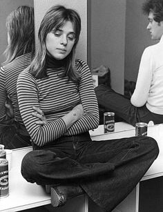 """Rock singer Suzi Quatro relaxes in her dressing room before playing the Glasgow Apollo on her first headlining UK tour. Photo: Keystone Features / SF"""