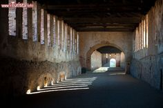 LOMBARDIA, Vigevano (Pavia) - Strada coperta  e Strade sotterranee del Castello Visconteo Sforzesco a Vigevano. Globe, Camper, Beautiful Places, Rook, Caravan, Mobile Homes, Motorhome, Camper Van, Camper Shells