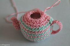 Free Crochet Teapot Pattern - lots of pictures! ✿⊱╮Teresa Restegui http://www.pinterest.com/teretegui/✿⊱╮