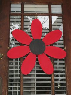 make several of these in different colors to hang on wall as backdrop! Wood Block Crafts, Wooden Crafts, Diy Wood Projects, Diy Arts And Crafts, Crafts To Make, Wood Yard Art, Garden Wall Art, Wooden Cutouts, Spring Projects