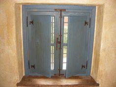 finestra in rovere antico stile cremonese laccato azzurro