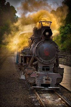 Jinzhong to Beijing line was formally a steam locomotion line, in the glory days of steam engine travel. Its now a high speed train line. Posted by Sifu Derek Frearson Train Art, By Train, Train Tracks, Train Rides, Locomotive Diesel, Steam Locomotive, Motor A Vapor, Old Steam Train, Old Trains