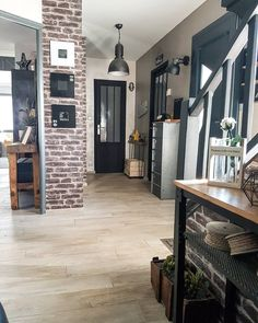 indus style from the entrance Source by Deco New York, Roomspiration, Old Kitchen, Home Kitchens, Sweet Home, House Design, Living Room, Interior Design, Architecture