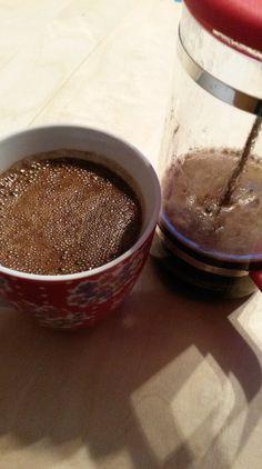 Guten Morgen, ich bin ja generell nicht abgeneigt neues auszuprobieren. Die einen sind euphorisch, der hochkalorische Energiebringer, sättigt lange, bringt duch gut durch den Tag, vor allem wenn ma... Bulletproof Coffee, Pudding, Desserts, Food, Good Morning, Simple, Meal, Custard Pudding, Deserts