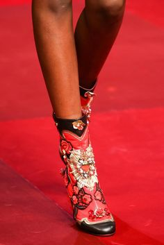 Dolce & Gabbana Spring 2015 Ready-to-Wear Accessories Photos - Vogue Dolce & Gabbana, Bootie Boots, Shoe Boots, Shoes 2015, Beautiful Shoes, Swagg, Fashion Details, Me Too Shoes, Fashion Shoes