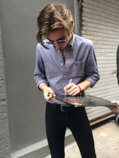 Van signing for fans. I think he would look better without the shirt! Catfish And The Bottlemen Lyrics, Beautiful Men, Beautiful People, Ryan Evans, Music Is My Escape, Alex Turner, Arctic Monkeys, Baby Daddy, Music Bands