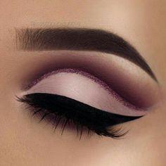 Sombra rosa palo con delineado en cuenca con gliter rosa y ahumado